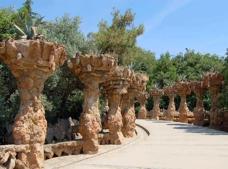 external image barcelona-park-guell-colonnade-2884.jpg